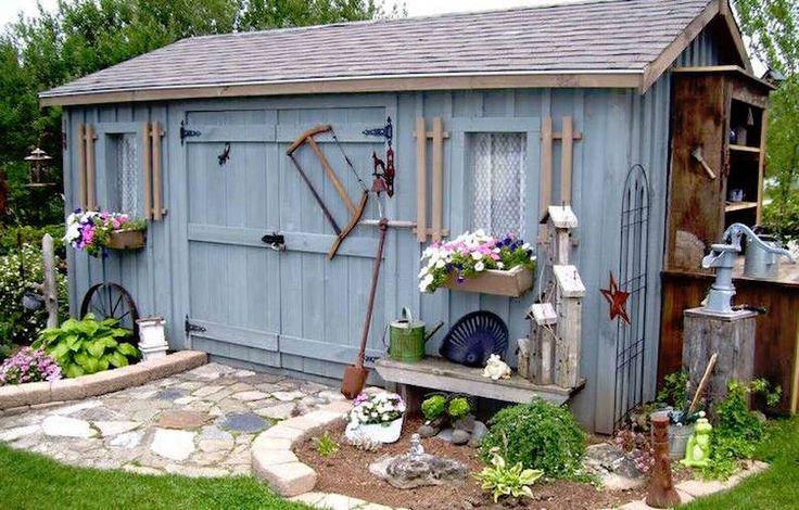 idées pour construire son abri de jardin en bois avec double porte et fenêtres