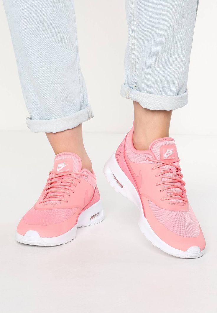 Nike Sportswear. AIR MAX THEA - Sneaker low - bright melon/white. Sohle:Kunststoff. Decksohle:Textil. Innenmaterial:Textil. Obermaterial:Kunststoff/ Textil. Verschluss:Schnürung. Fütterungsdicke:kalt gefüttert. Schuhspitze:rund. Absatzform:flach. Muster:unifarben...