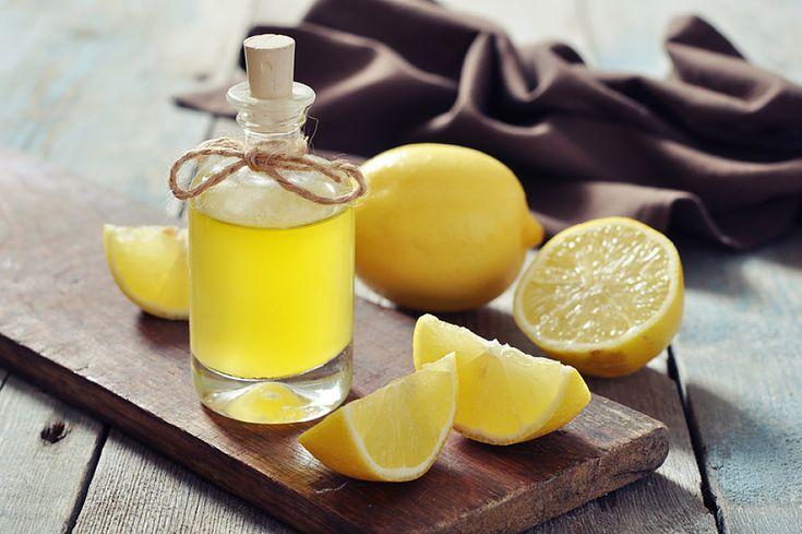 Le citron est riche en acide citrique et en flavonoïdes, ce qui en fait un excellent détoxifiant. En plus d'être un extrêmement bénéfique pour la santé, cet agrume s'avère être un précieux allié beauté. Bio à la Une vous révèle 10 des meilleures utilisations du citron pour se faire une beauté bio de la tête aux pieds.