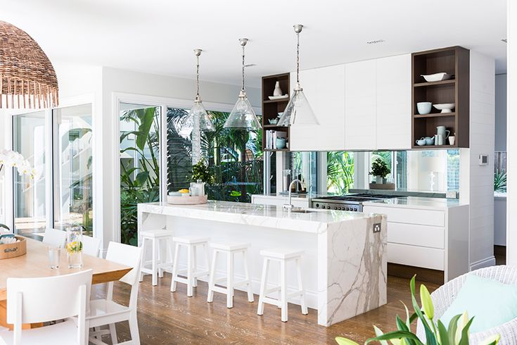 A Gold Coast family build their dream home, combining classic Cape Cod style with stunning architectural elements just made for a relaxed style. Kate and Price Gallie had lived in the previous home…