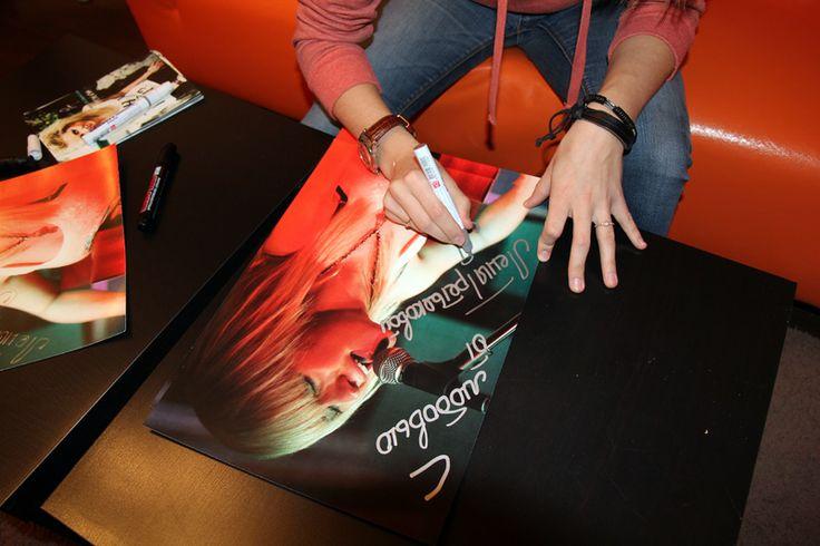 Елена Третьякова – группа «Ранетки» - Автограф-сессия - Автографомания ©
