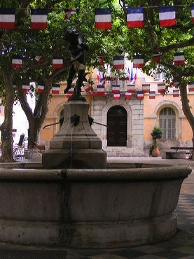 Fontaine en Provence - French Country