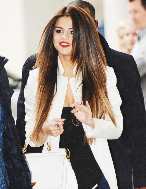 Selena Gomez Haircut Layered 2015
