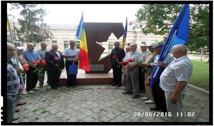 Unionistii din Republica Moldova au comemorat la Drochia ziua neagră de 28 iunie. Membrii Partidului National Liberal din Republica Moldova, adevarati unionisti, au participat marti, 28 iunie 2016, la o manifestare de comemorare la Drochia a unuia dintre cele mai negre momente din istoria neamului romanesc, ziua cand Basarabia a fost din nou rapita cu…