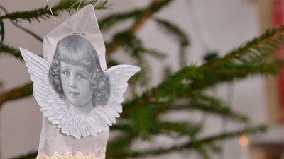 Här hittar du en beskrivning för hur du gör Ernst Kirchsteiger egna smällkaramell: smällkuvert, som han gjorde i Jul med Ernst. Finfint att hänga i granen.
