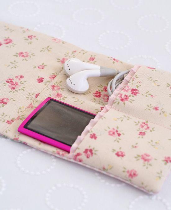 A little Zakka iPod case - Pretty by Hand