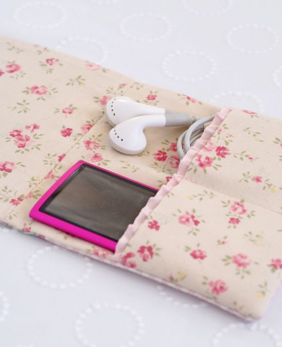 A little Zakka iPod case - Pretty by Hand