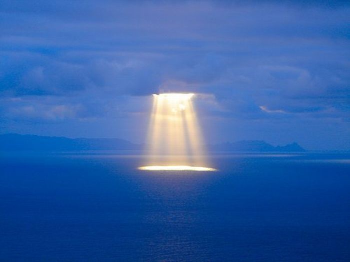 spotlight in the oceanClouds, Portugal Timber, Sky, Sun Ray, Nature, Trav'Lin Lights, The Ocean, Beautiful, Heavens