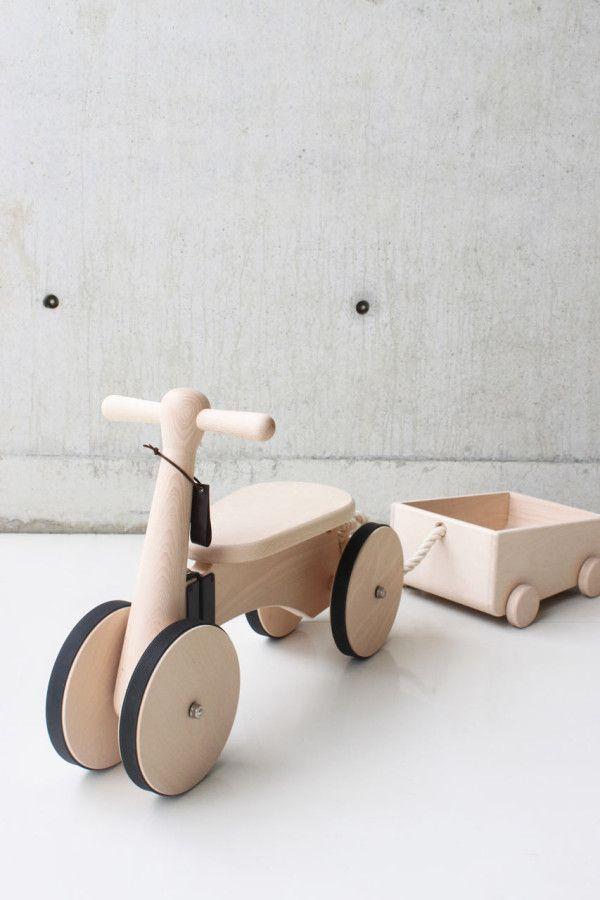 Bici con remolque de madera
