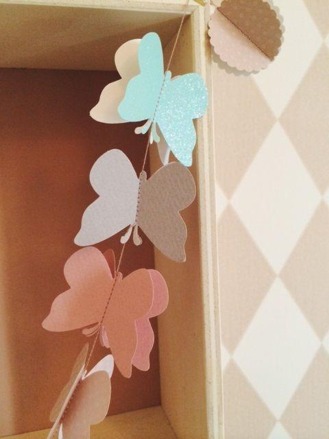 Guirlanda decorativa hecha a mano por la diseñadora molamola, la guirnalda belbellita vintage decorará perfectamente  el interior de vuestra casa o la habitación de vuestro peque.
