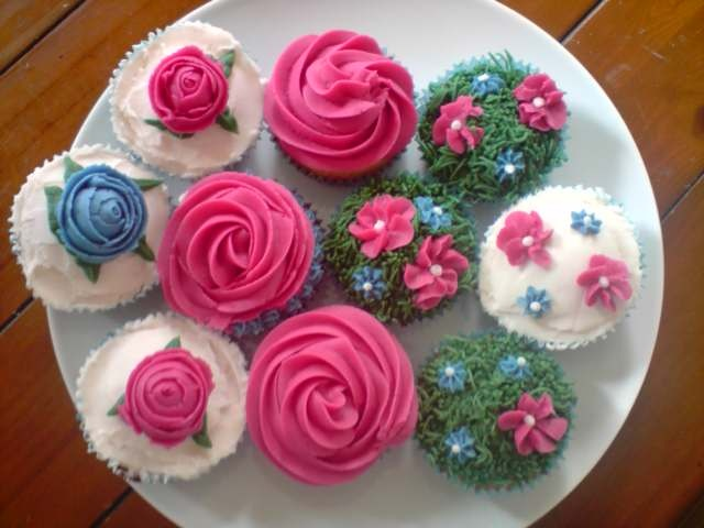 Practising my new flower making techniques on cupcakes at home!!