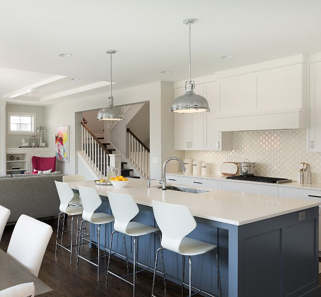 Modern Farmhouse Family Home Home Bunch Interior Design Ideas Cabinets Color Is Bm Chantilly Lace And Wa In 2020 Lake House Kitchen Blue Kitchen Island Home Kitchens