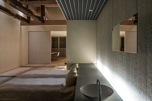 The Ginzan Onsen Fujiya is a completely wooden hotel 4 storeys high designed by Kengo Kuma in the prefecture of Yamagata.The existing façade has been restructured using the centuries-old wood of the original structure, whereas the internal space has bee…