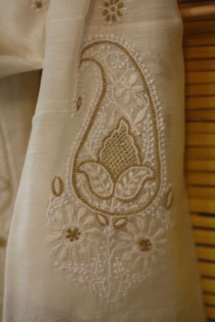 The Color Caravan: Chikankari : a delicate embroidery technique from Oudh