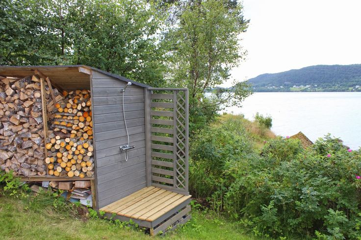 Liv og Gus i hytte og hus: Prosjekt på hytta - rydding, veding og beising