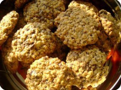 Zabpelyhes keksz recept képpel. A recept hozzávalói és elkészítése részletes leírással és fotóval. A zabpelyhes keksz elkészíétse:  Előmelegítem a sütőt 175 fokra és kib&...