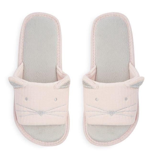 Zapatillas de gato rosa  Categoría:#pantuflas #primark_mujer #zapatos_mujer en #PRIMARK #PRIMANIA #primarkespaña  Más detalles en: http://ift.tt/2Fdzoo8