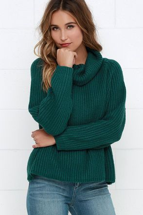 Cozy up with your favorite cuddle bug and the Cuddle Puddle Teal Blue Sweater for the ultimate snuggle session! Super soft, thick knit in a rich teal blue hue shapes a boxy, wide-cut bodice with a slouchy cowl neckline, and long sleeves. Style this staple with a pair of high-waisted jeans or bodycon midi! Unlined. 100% Acrylic. Machine Wash Cold. Imported.