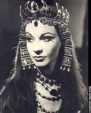 """Vivien Leigh in """"Antony and Cleopatra"""", co-starred on stage with Olivier in 1951"""