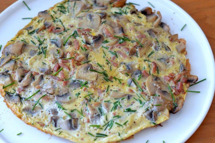 De dag goed beginnen zonder brood? Maak een heerlijke omelet. Mijn favoriet op dit moment is een omelet met spekjes en champignons!