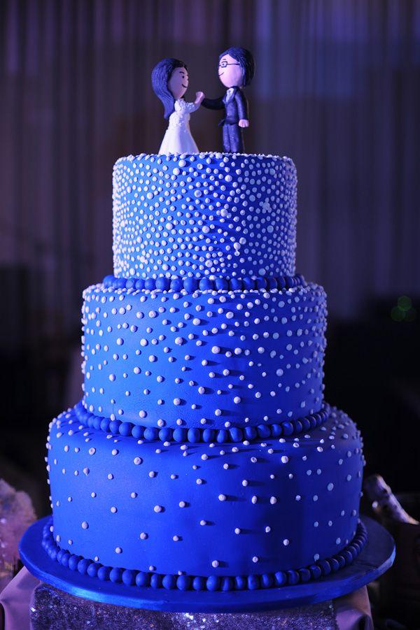Starry Starry Night Wedding Cake | http://brideandbreakfast.ph/2015/08/25/love-lights-and-starry-nights/