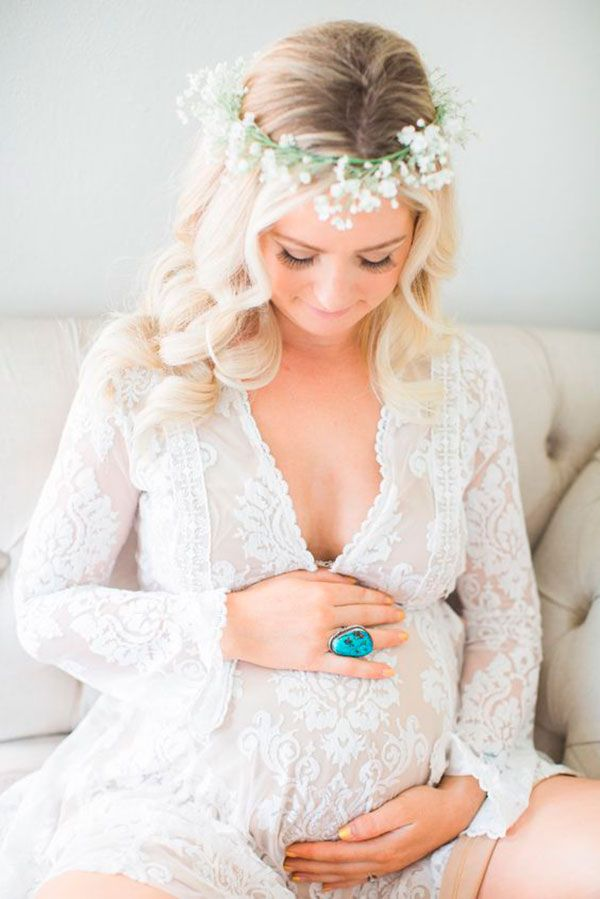Veja agora vinte ideias de lindas fotos para você fazer um ensaio emocionante na sua gravidez.