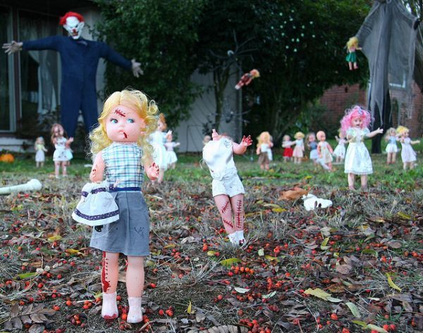 a scary way to decorate your lawn neatorama yes i am having a fascination of using baby dolls as decorations this year for halloween - How To Decorate Your Yard For Halloween