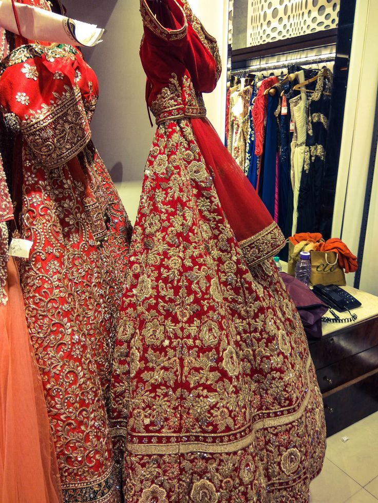 A classic red bridal lehenga will never go out of style. Check out the review of CTC Mall, bridal lehenga destination Delhi by clicking on the image #frugal2fab