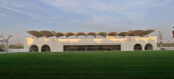 El Hipódromo de la Zarzuela, proyectado en 1934 por Arniches, Domínguez y Torroja, y recién rehabilitado por el estudio Junquera.