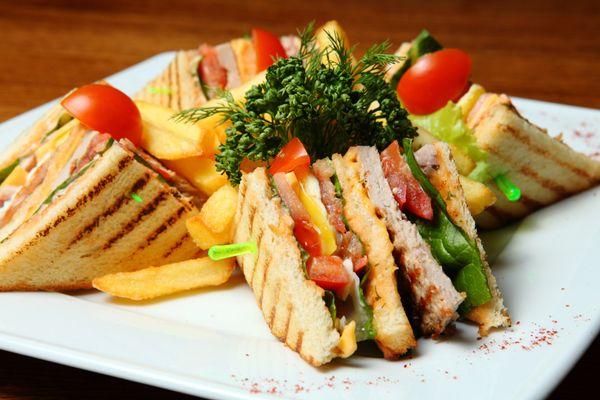 Club Sandwich σπιτικό. Το αγαπημένο σάντουιτς στο σπίτι σας!