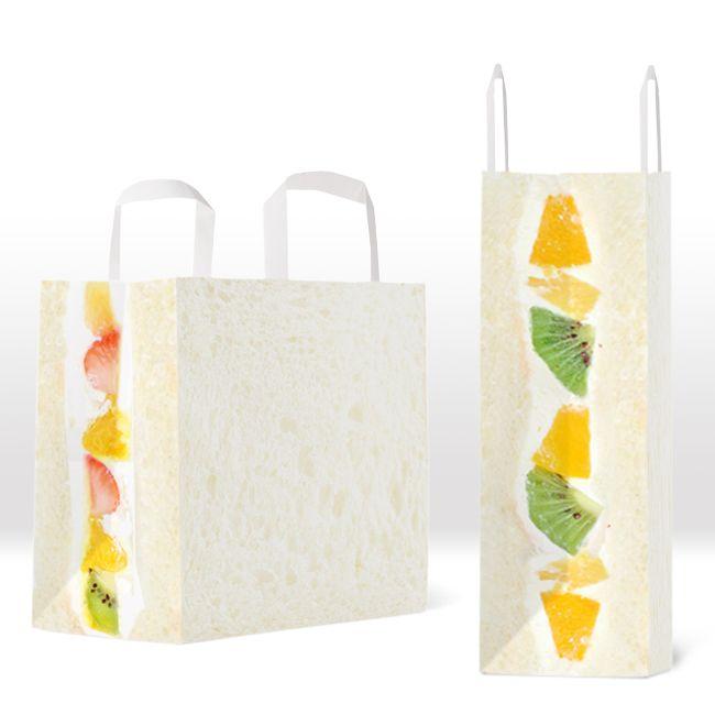 フルーツサンド・ペーパーバッグ 一見ただの白い紙袋ですが、横から見ると美味しそうなフルーツの断面が。いろいろと中身が気になる一品です。 Fruit sandwich paper bag At first glance it's just a white paper bag, but if you look at it from the side you can see a...