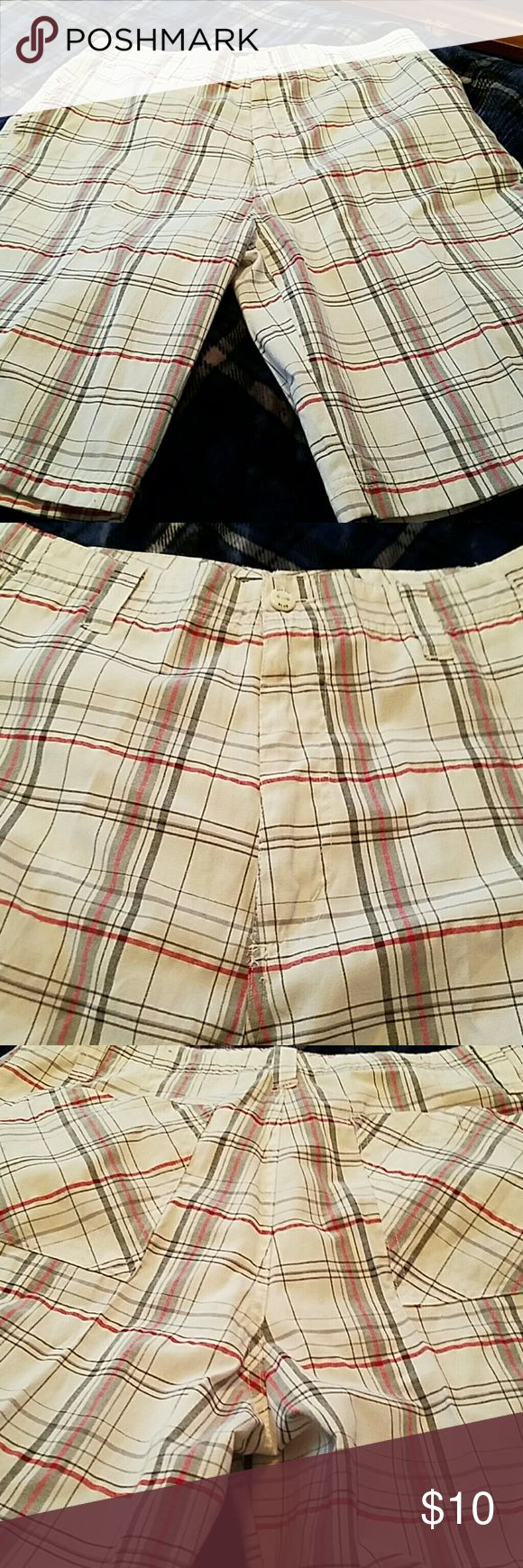 Men's long shorts White, red and gray plaid long shorts....11 inch inseam...brand new Pacific Blue Shorts Flat Front