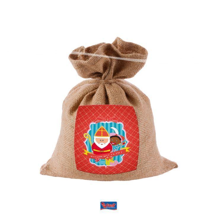 Jute strooizak van Sinterklaas.Met deze mooie jute strooi zak van Sinterklaas wordt het strooien van pepernoten wel heel erg leuk voor uw kind! Deze zak is ook goed te gebruiken als uitdeel zak voor chocoladeletters of cadeaus. Vlaggenclub heeft nog veel meer leuke, originele Sinterklaas en Zwarte Piet versieringen en feestartikelen.Kijk op onze site https://www.vlaggenclub.nl/overige-vlaggen/feestversiering-kinderfeestje-thuis/sinterklaas-feest-versiering-sint-en-piet.html