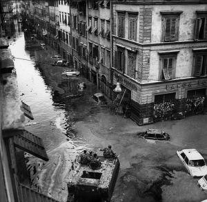 FIRENZE DEVASTATA 1966 - alluvione 4 novembre 1966