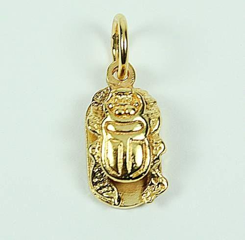 Colgante Escarabajo egipcio en oro de 18kts. www.arcejoyas.es