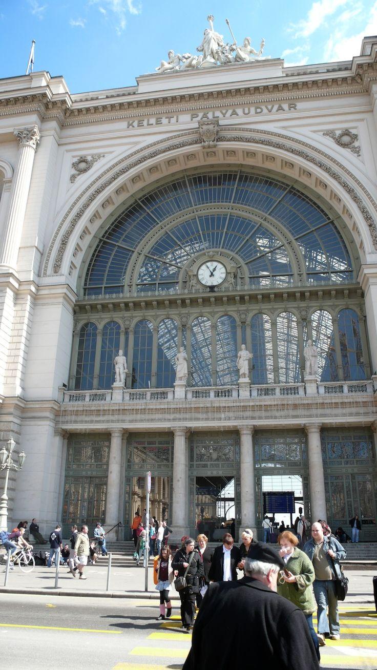 Budapest, Hungary  Keleti Station ---- http://hu.wikipedia.org/wiki/Keleti_p%C3%A1lyaudvar