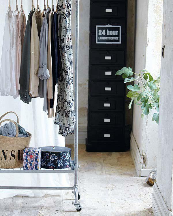 Cambio de temporada, reorganiza el armario Wardrobe Rack, Furniture, Home Decor, Summer Clothes, Closets, Seasons, House Decorations, Yurts, Pansy Flower