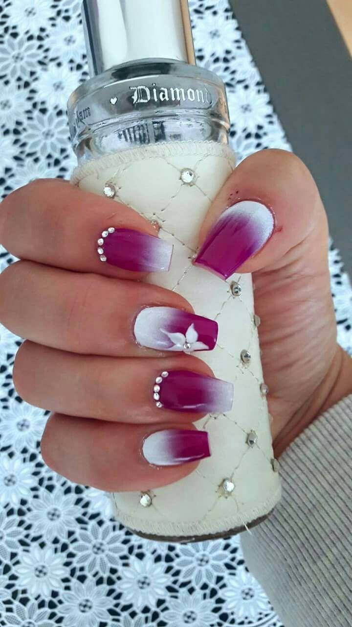 Weiß wechselt von der Nagelbasis zur Nageloberseite. Cool. – acrylnagel