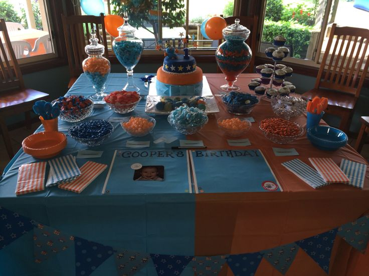 Giggle And Hoot themed table for my nephews 1st Birthday Party.