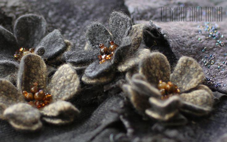 Купить или заказать Комплект из валяных фиалочек «В темноте» в интернет магазине на Ярмарке Мастеров. С доставкой по России и СНГ. Материалы: шерсть, натуральные волокна, волокна…. Размер: 5 см