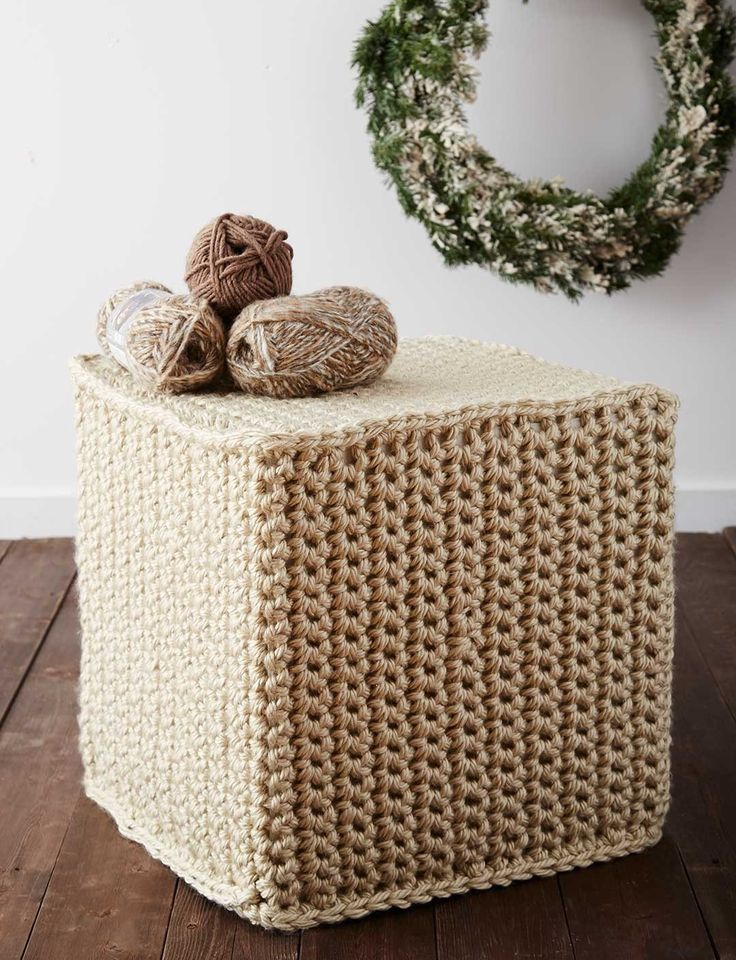 Add a cozy touch to any room with this super chunky crochet ottoman cover: free crochet pattern ✿⊱╮Teresa Restegui http://www.pinterest.com/teretegui/✿⊱╮