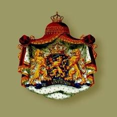 The Dutch coat of arms and standard. (Het Koninklijk Huis)