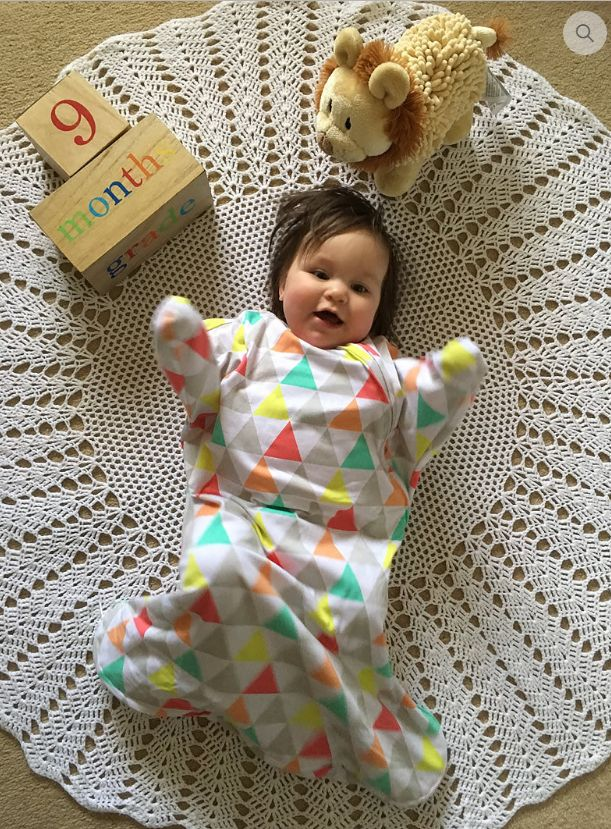 The SLEEPY HUGS sleep suit has been designed to allow your baby to move their arms freely while still providing the enclosed, secure feeling that they enjoy, transitioning babies from the swaddle wrap to full arm movement.