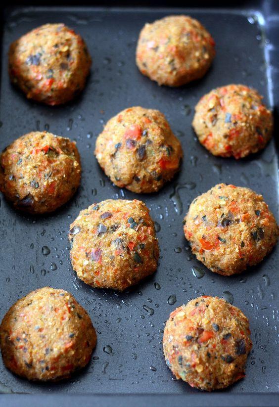 Boulettes de légumes végan aux courgette, aubergine et poivron.