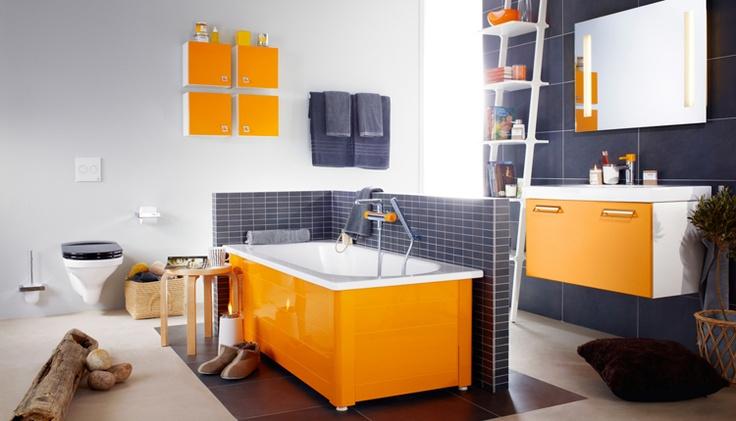 Badkar med front i färgen Crazy Orange. Om du tröttnar på färgen kan du enkelt byta ut den mot någon av Logics mindre temperamentsfulla färger. | GUSTAVSBERG
