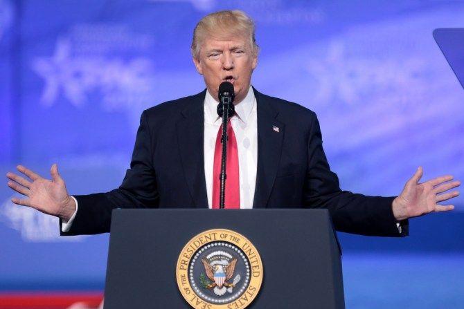 El presidente de Estados Unidos firmará una orden ejecutiva para dificultar la contratación de extranjeros.