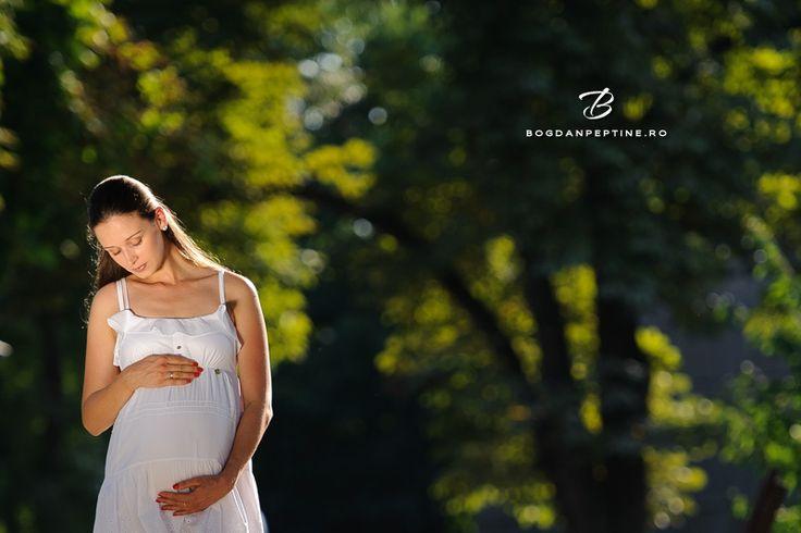 Sedinta foto de gravida la Muzeul Satului | Fotograf de familie