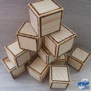 Предлагаем декоративные деревянные кубики ручной работы. Размер одного кубика 3х3 (±1 мм) сантиметра. Изделие изготовлено из древесины сосны, хорошо отшлифовано, контур возле граней куба прожжён. Подойдёт как готовый декоративный элемент, а так же возможно дополнительное декорирование и обработка. На любой из сторон, можно написать, наклеить, выжечь, всё что Вам захочется, будь то простые буквы алфавита, или более сложные сюжеты. Цена указана за 1 штуку.