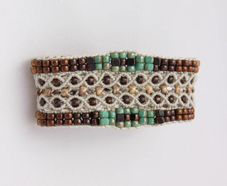 Le Tropézien : bracelet bohème pour femme en micro-macramé création exclusive MIA PROVENCE, boho chic, cool chic, bijou bohème de créateur