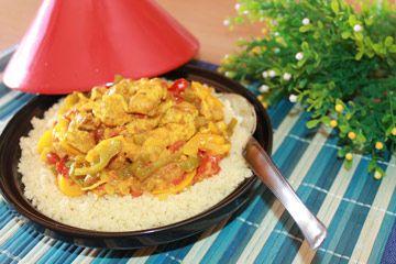 Nella ricetta trovate i profumi e i sapori del Marocco, il tajine di pollo con verdure spezie e couscous è un piatto unico, ideale per tutta la famiglia.